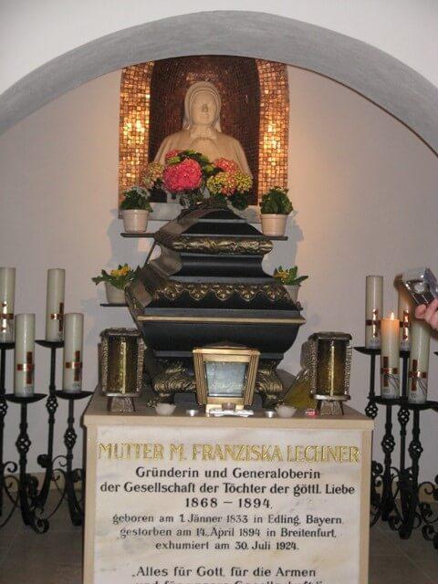 UtemeljiteljiYin grob (breitenfurt kod beYa)