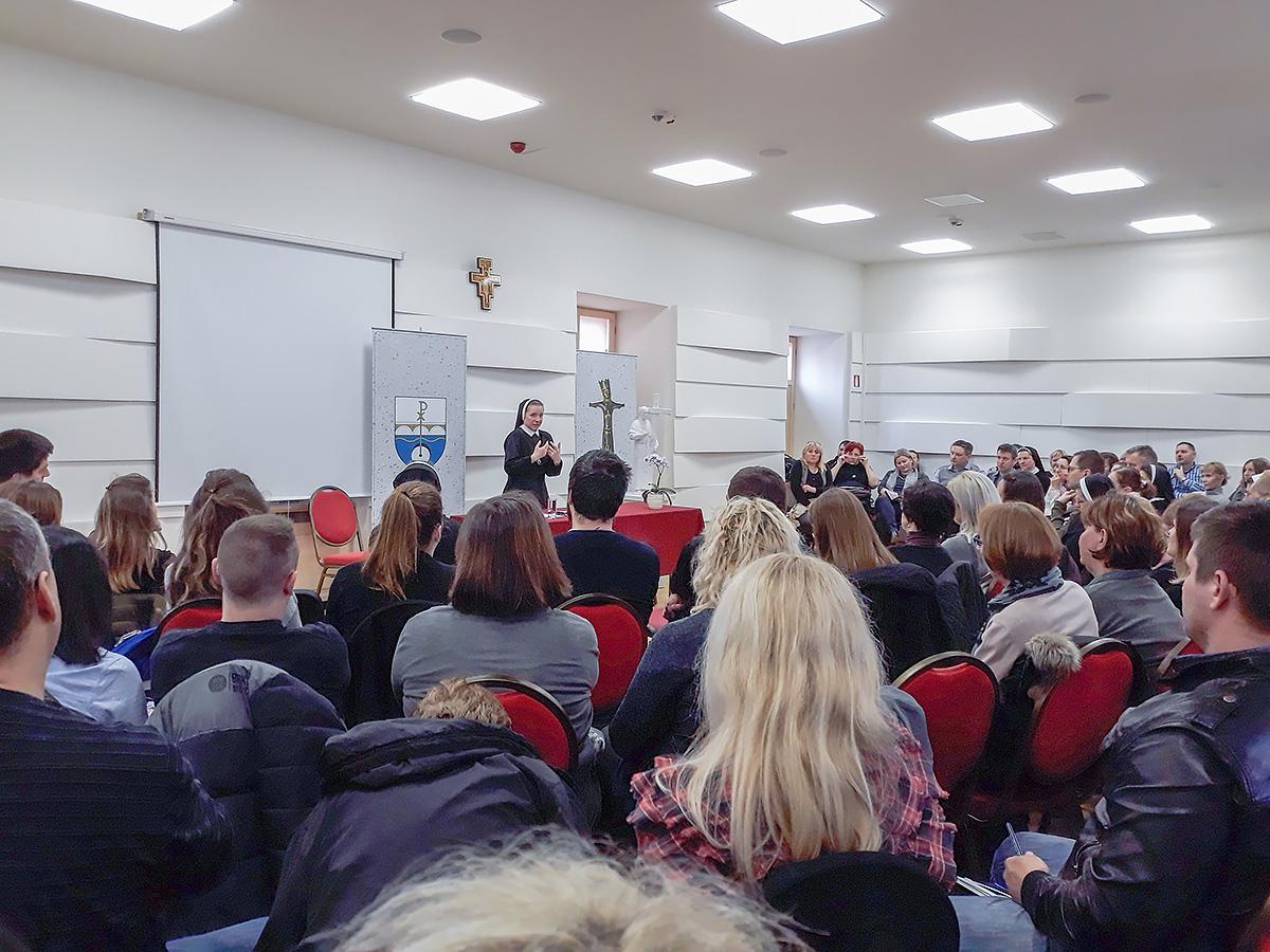 s. Ozana Krajačić održala predavanje na duhovnoj obnovi za prosvjetne djelatnike Sisačke biskupije