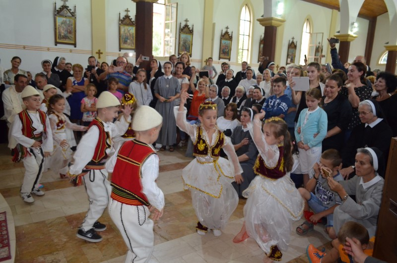 Proslava u albaniji (23)
