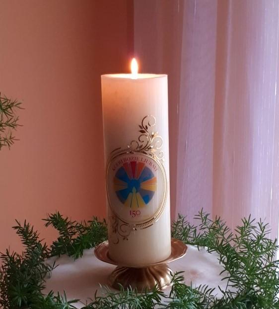 Plamen jubilarne svijeće obasjava Družbu