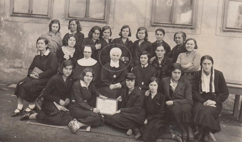 S. Štefanija (Dragica) pl. Hadrović (1894. – 1960.) - svestrana učiteljica