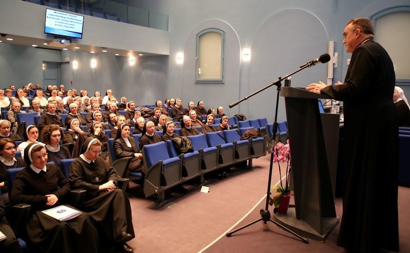 Korizmeni susret kardinala Bozanića s redovnicama Grada Zagreba