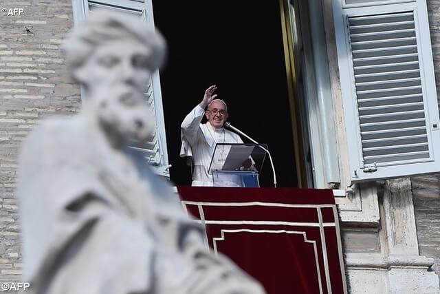 Papa vjernicima dao zadaću saznati datum vlastitoga krštenja