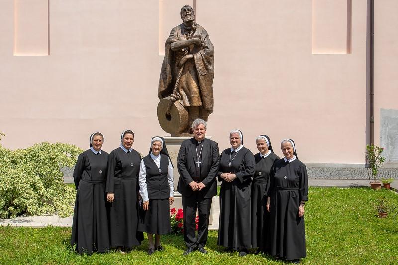 Susret s. Marie Dulce Adams i mons. Vlade Košića, biskupa sisačkog